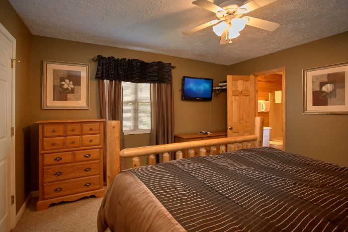 Cabin with Private King Bedroom and TV - 2 Tranquil 4 Words