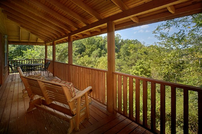 Premium Cabin with Mountain Views from Deck - 2 Tranquil 4 Words