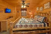 Pigeon Forge 3 Bedroom Cabin Sleeps 6