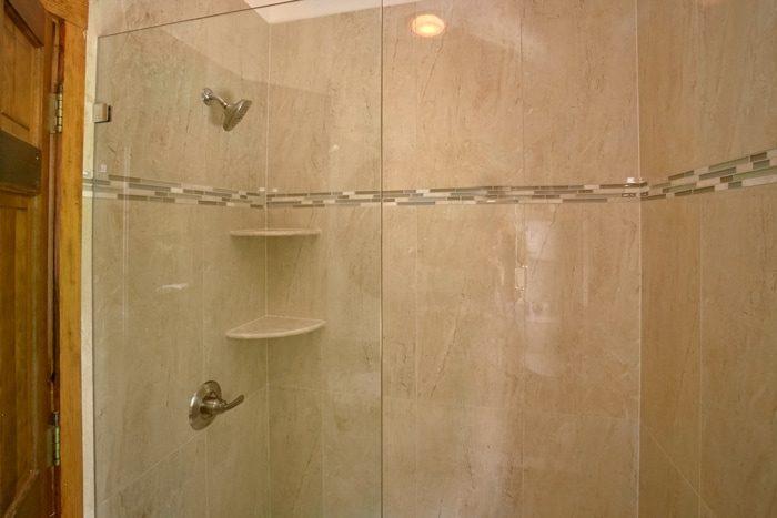 Gatlinburg Cabin with Spacious Showers and Baths - 4 Seasons Gatlinburg