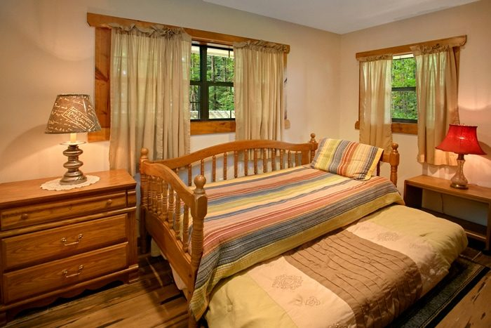 3 Bedroom Cabin with 2 Twin beds - 4 Seasons Gatlinburg