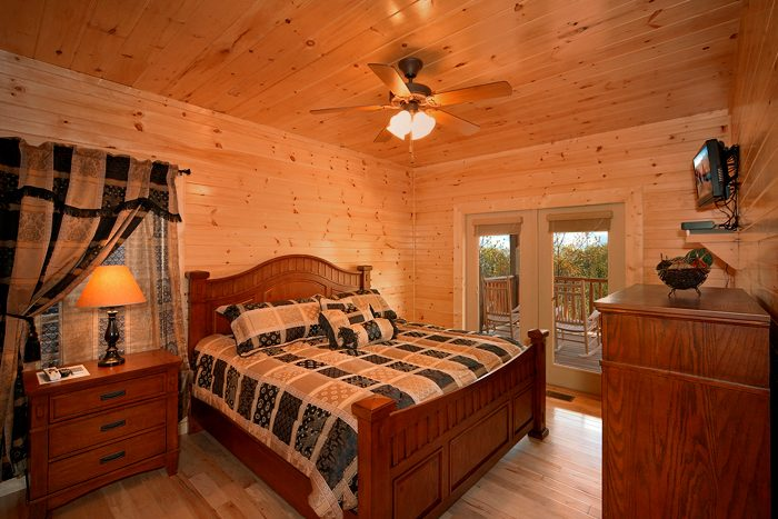 Premium Master Bedroom in Four Bedroom Cabin - 4 Your Pleasure