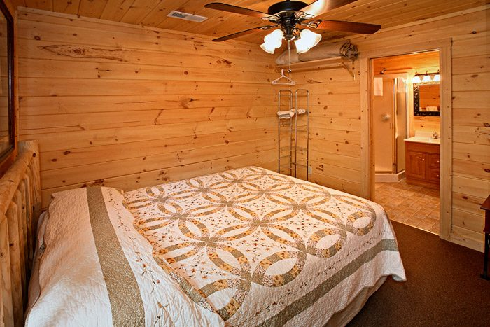 Queen Bed on Bottom Floor with Walk-in Shower - A Bear Abode