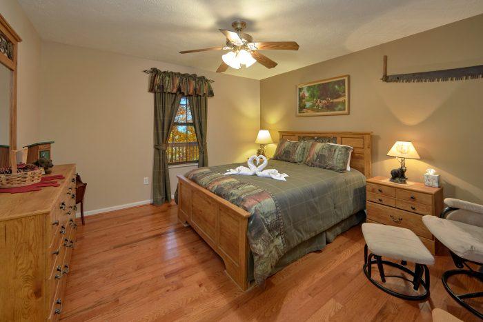 2 Bedroom Cabin with Main Floor Bedrooms - A Bear Trax