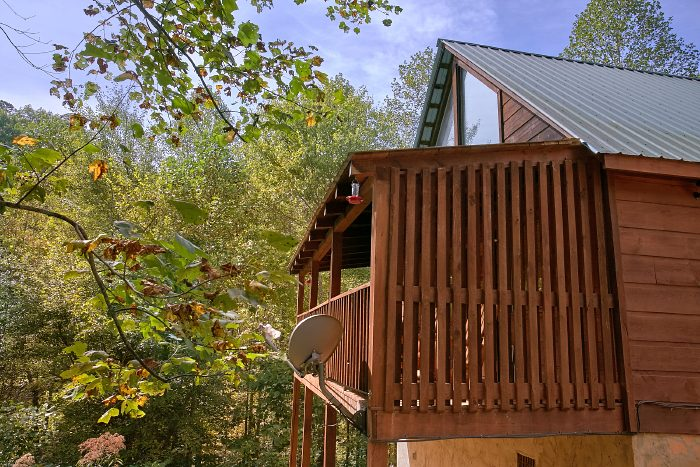 Honeymoon Cabin with Wooded Views and Hot Tub - A Bears Gatlinburg Den