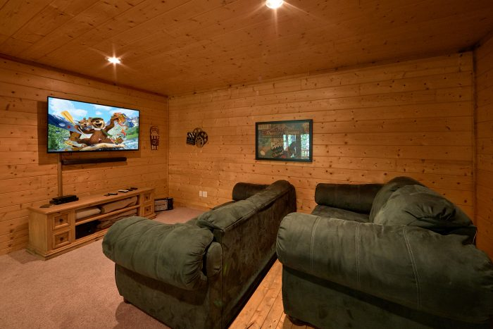Cabin with Home Theater and Game Room - A Bear's Hideaway