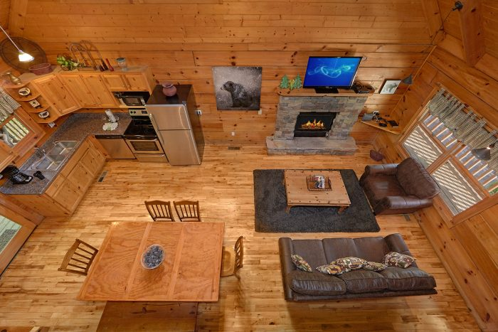 3 Story Cabin with Fireplace and Sleeper Sofa - A Bear's Hideaway