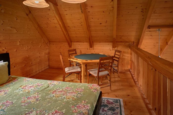 2 Bedroom Cabin with Loft Area and Game Table - A Bear's Hideaway