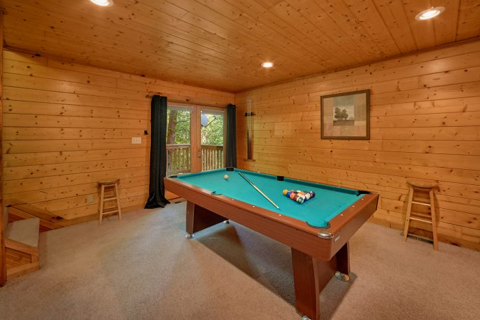 Rustic Cabin with Pool Table and Game Room - A Bear's Hideaway