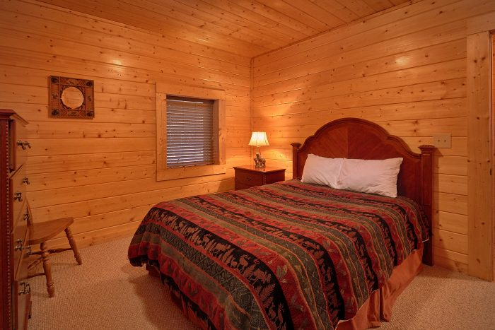 Cabin with 2 King and 2 Queen Bedrooms - A Bears Lair