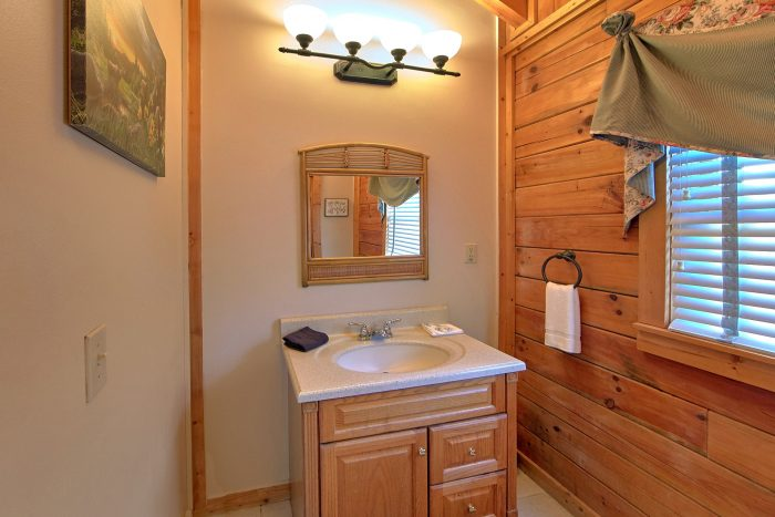 2 Bedroom Cabin with A Private Master Suite - A Beary Happy Place