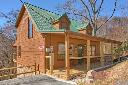 Bearly Legal: 2 Bedroom Sevierville Cabin Rental