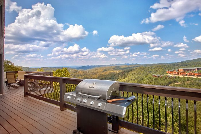 Premium Cabin with Gas Grill and Mountain View - A Castle in the Clouds