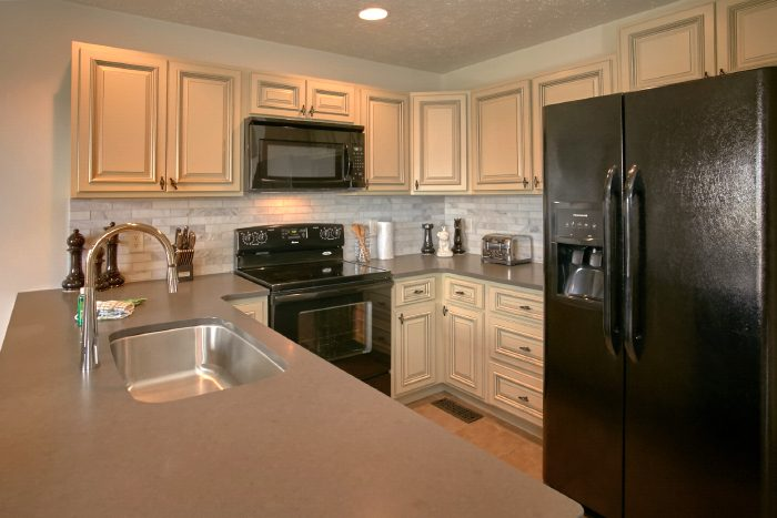 Luxury 4 Bedroom Rental with Full Kitchen - A Castle in the Clouds