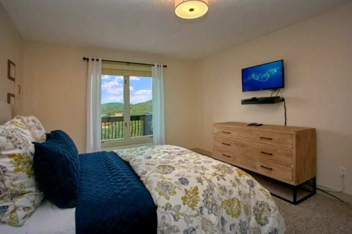 Private Master Suite with Tv, Views and Bath - A Castle in the Clouds