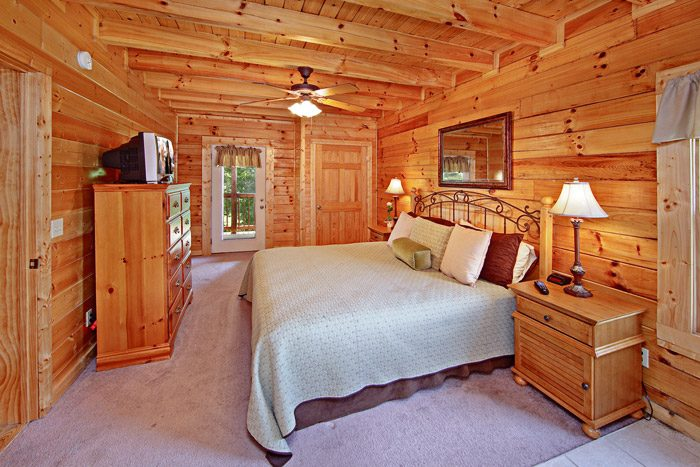 Cabin with King Sized Bed - A Daze End