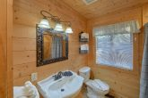 Cabin with 3 private bathrooms and 2 Jacuzzis