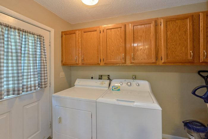 Cabin with washer and dryer plus pool table - A Fieldstone Lodge