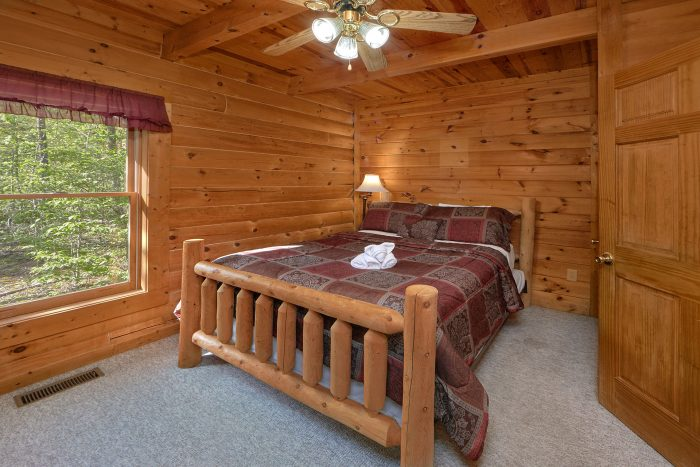 Cozy Cabin with Private Queen Bedroom - A Gift From Heaven
