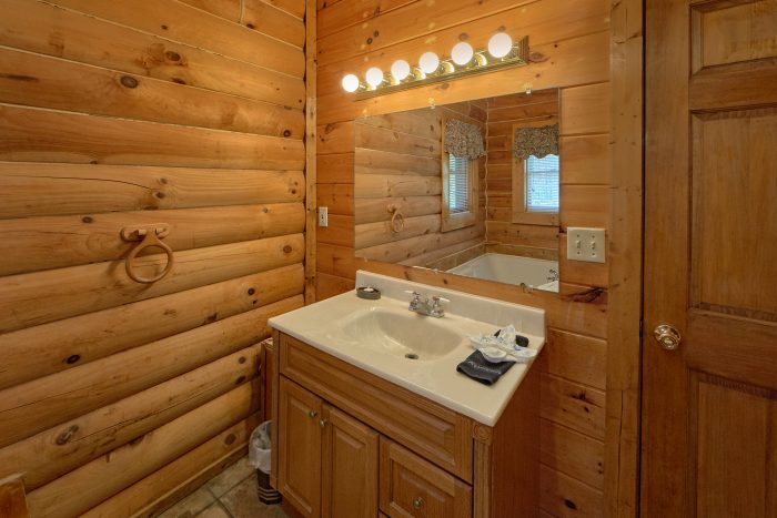 1 Bedroom Cabin with 2 Full Bathrooms - A Gift From Heaven