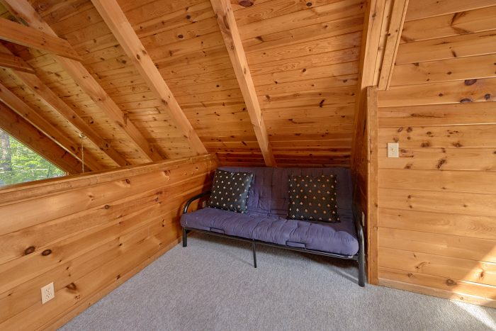 Rustic 1 Bedroom Cabin that sleeps 4 Guests - A Gift From Heaven