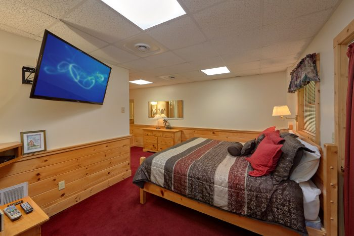 2 Bedroom Cabin with a Private Jacuzzi Tub - A Happy Haven