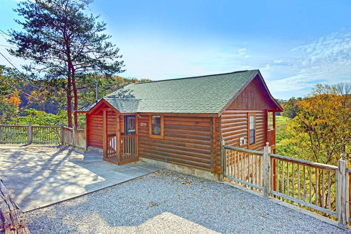 Pigeon forge 2 bedroom cabin rental a hilltop heaven for Gatlinburg dollywood cabins