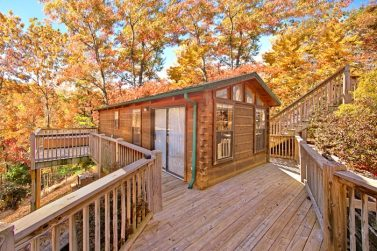 Cabin rentals near tanger outlet pigeon forge sevierville for Gatlinburg dollywood cabins