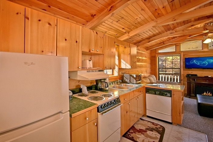 Cabin with fully equipped kitchen - A Long Kiss Goodnight