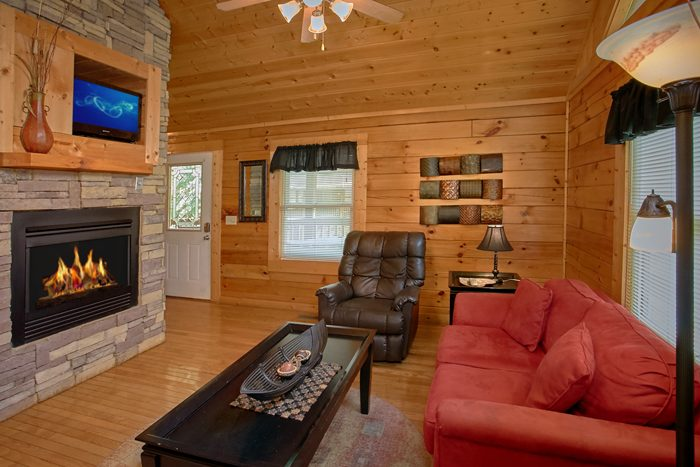 Honeymoon Cabin with Fireplace - A Lovers Retreat