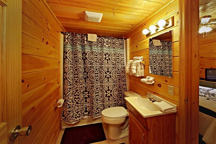 King Sized Private Bathroom - A Mountain Escape