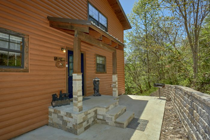 1 Bedroom 2 Story Cabin sleeps 6 - A Mountain Haven