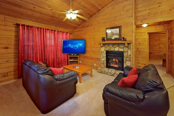 1 Bedroom Cabin Living Room with Gas Fireplace - A Peaceful Getaway