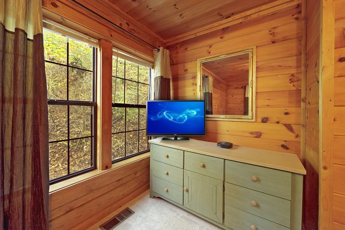 1 Bedroom Cabin with Dresser and TV - A Peaceful Getaway