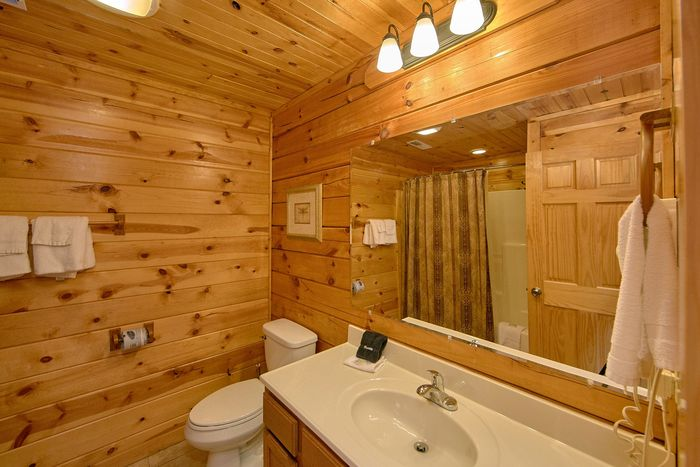 Luxury Cabin with 5 full bathrooms - A Perfect Stay