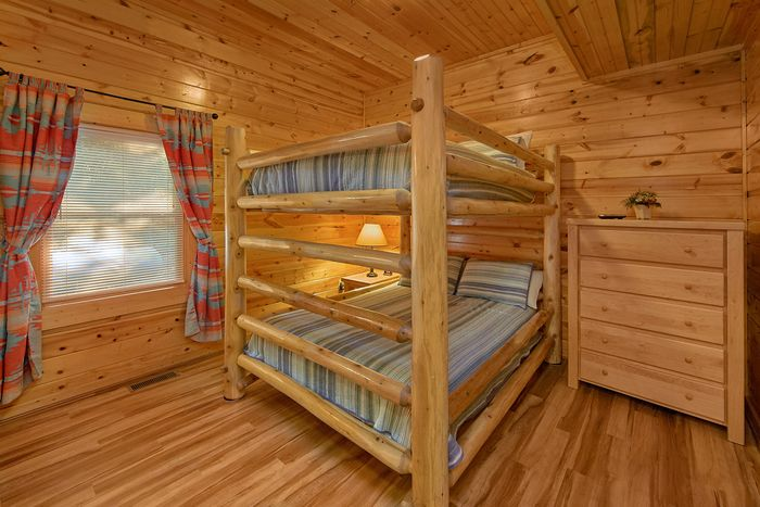 Group sized cabin with Queen bunk beds - A Perfect Stay