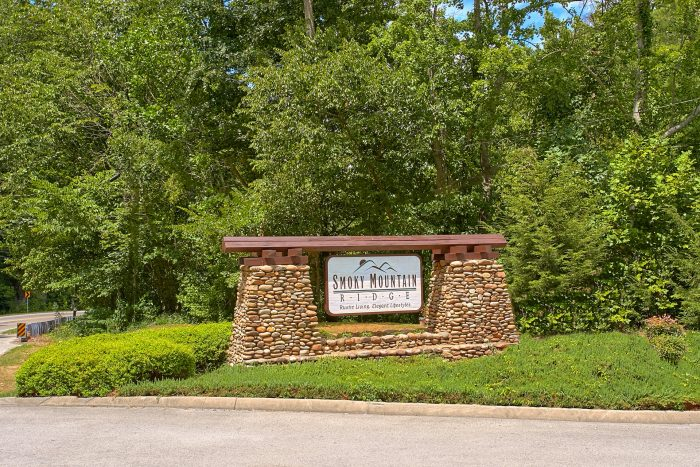 Smoky Mountain Ridge Resort Cabins with Pool - A Rocky Top Memory