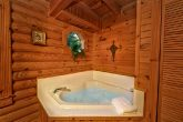 2 bedroom cabin with jacuzzi and private bath