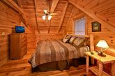 Luxurious 2 Bedroom Cabin that sleeps 8