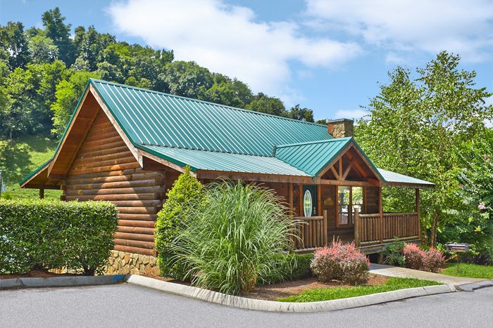 Cabins at the crossing 2 bedroom pigeon forge cabin rental for Smoky mountain tennessee cabin rentals