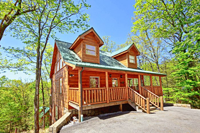 Cabin near pigeon forge 2 bedroom cabin rental for Deals cabins gatlinburg tn