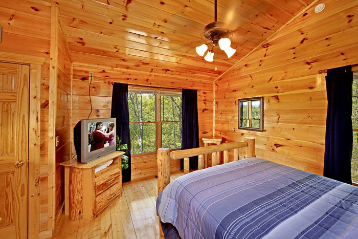 Gatlinburg Cabin with Lofted Bedroom - A Tennessee Treasure