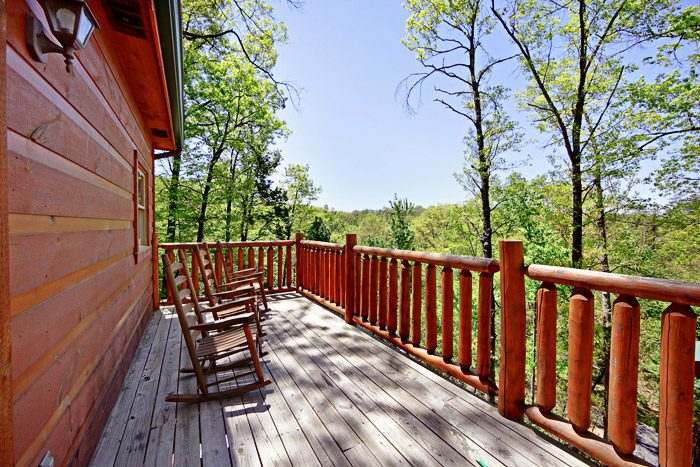 Great Two Bedroom Gatlinburg Cabin - A Tennessee Treasure