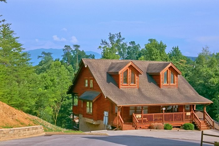 A tennessee twilight pigeon forge cabin rental for Large cabin rentals in tennessee
