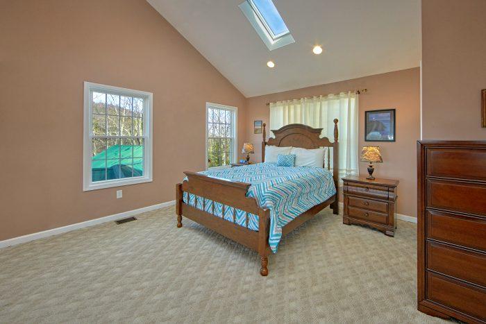 Top Floor Loft Bedroom Cabin Sleeps 12 - A View For All Seasons