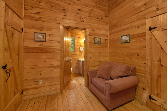 Spacious King Bedroom in 2 Bedroom Cabin - A Woodland Hideaway