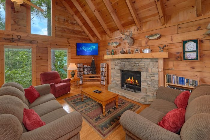 Secluded 2 Bedroom Cabin with Fireplace and TV - A Woodland Hideaway