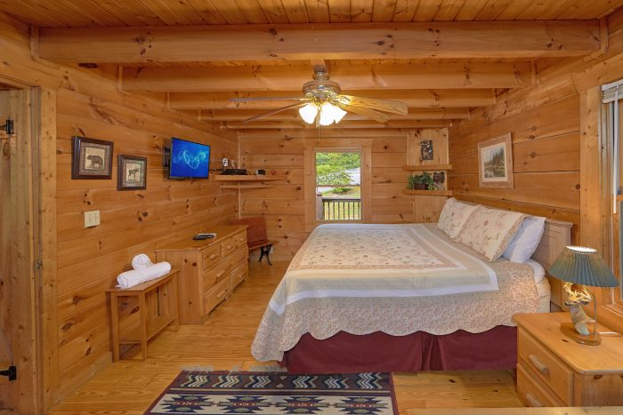 2 Bedroom Cabin with 2 King Beds and Full Bed - A Woodland Hideaway