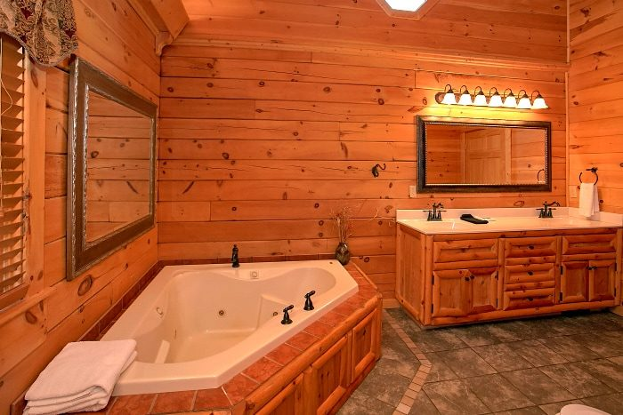 5 Bedroom with Master Suites Sleep 14 - Above The Smokies