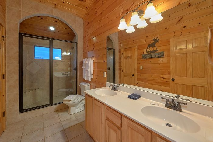 Cabin with upstairs Seating Area - Absolutely Viewtiful